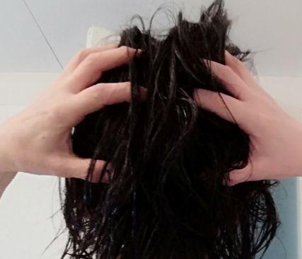 髪がペタンコになるメンズの対策①【頭皮マッサージ】